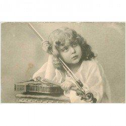 carte postale ancienne MUSIQUE ET MUSICIENS. La joueuse de Violon vers 1900