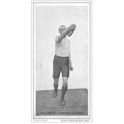 carte postale ancienne LES SPORTS. Athlétisme lancement du Disque. dimensions 13.5 x 6.7 cm