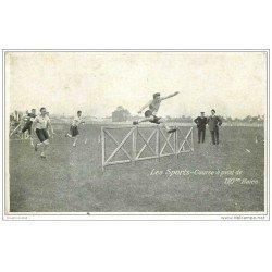 carte postale ancienne LES SPORTS. Athlétisme. Course à pied 110 m Haies