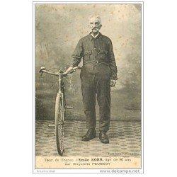 carte postale ancienne Sports Cyclisme et vélo. 25 Audincourt. EMILE KORN 80 ans. Tour de France sur bicyclette Peugeot
