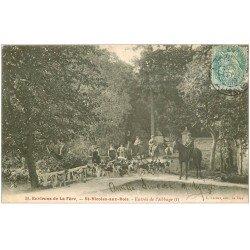 carte postale ancienne 02 SAINT-NICOLAS-AU-BOIS. Abbaye et meute de chiens Chasse à Courre 1905