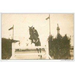 carte postale ancienne SPORTS. Hippisme. Le Saut d'obstacles. Carte Photo