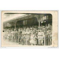 carte postale ancienne SPORTS. Hippisme. Les Gradins d'un Hippodrome. Carte Photo