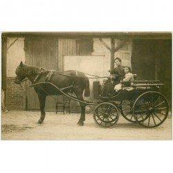 TRANSPORTS. Superbe Photo carte postale d'un attelage avec Femme Enfant et Chiens