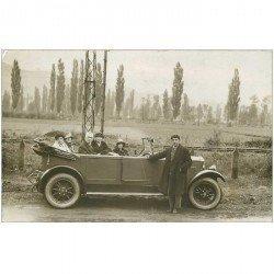 carte postale ancienne TRANSPORTS. Superbe voiture. Photo carte postale vierge et impeccable