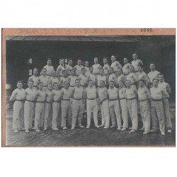 carte postale ancienne SAPEURS POMPIERS. Paris 1932 + Militaires Russes ou Polonais avec obus 1928
