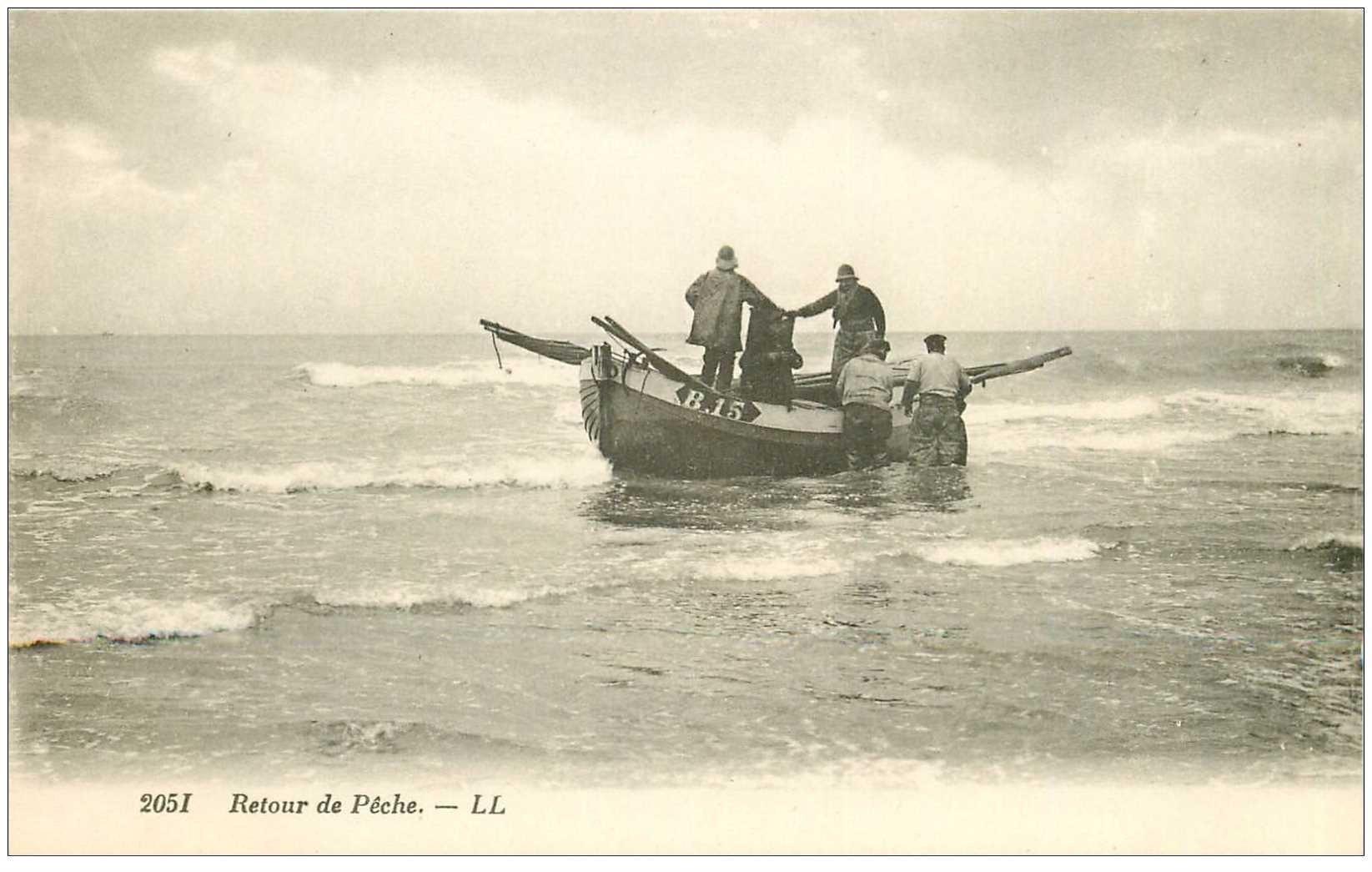 carte postale ancienne METIERS DE LA MER. Pêches et Poissons. Retour de Pêche barque et Pêcheurs