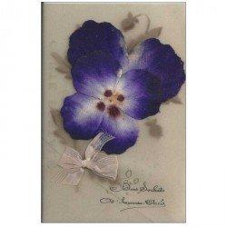 carte postale ancienne Carte Fantaisie à système. Fleur Pensée et noeud en tissu sur support celluloïd