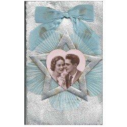 carte postale ancienne Superbe Carte à système avec Couple en photo médaillon avec noeud en tissu et crèpe