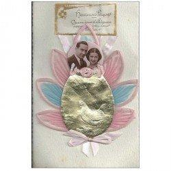carte postale ancienne Superbe Carte à système avec Couple en photo médaillon avec noeud en tissu et crèpe. Heureuses Pques
