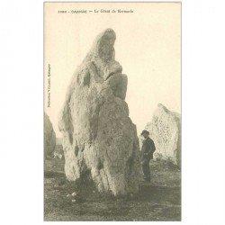 carte postale ancienne DOLMENS ET MENHIRS. 56 Carnac le Géant de Kermario animation