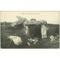 carte postale ancienne Dolmens et Menhirs. CARNAC. Entrée Dolmen Kermario