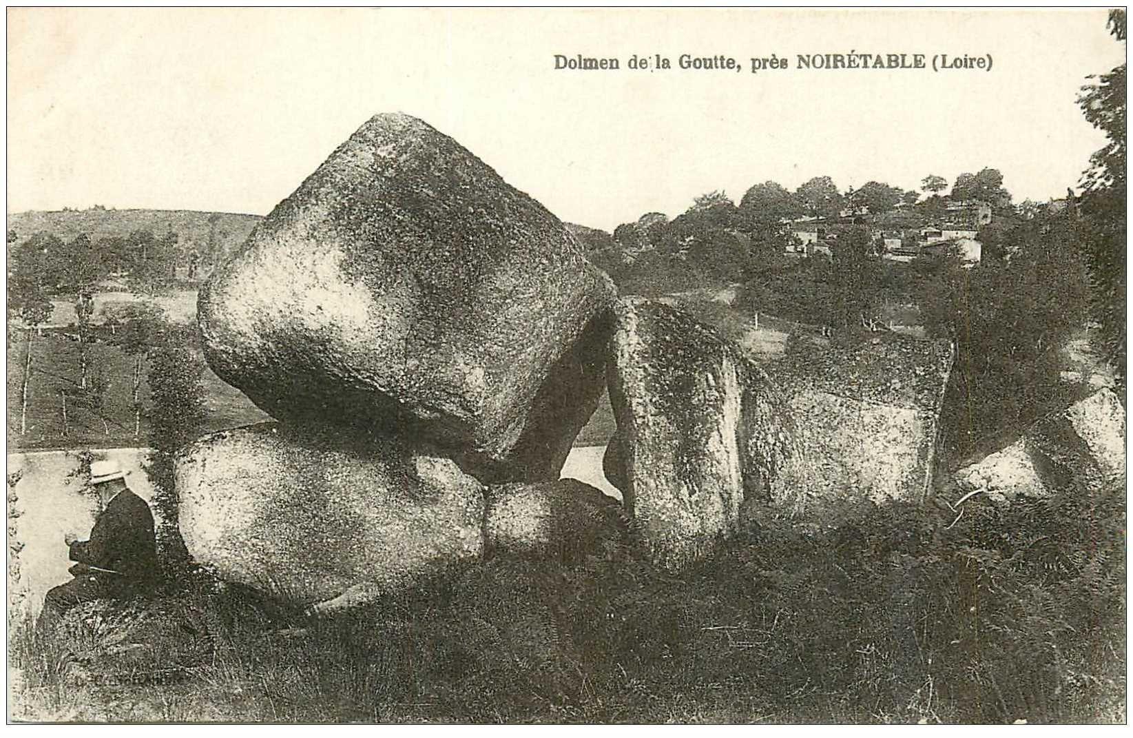 carte postale ancienne Dolmens et Menhirs. NOIRETABLE. La Goutte personnage assis