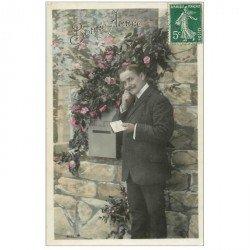 carte postale ancienne BONNE ANNEE. Homme et boîte à lettres 1909
