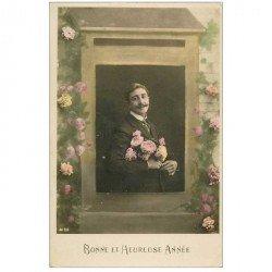 carte postale ancienne BONNE ANNEE. Homme et Fleurs 1919 dans une boîte à lettres