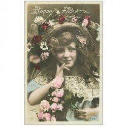 carte postale ancienne BONNE FETE. Fillette avec chapeau fleuri