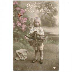 carte postale ancienne FETE 1er AVRIL. Enfant et corbeille de Poissons