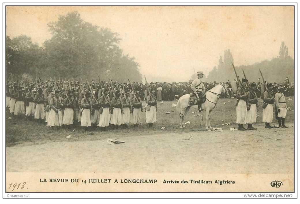 carte postale ancienne DEFILE A LONGCHAMP 1913. Les Tirailleurs Algériens. Armée et Militaires