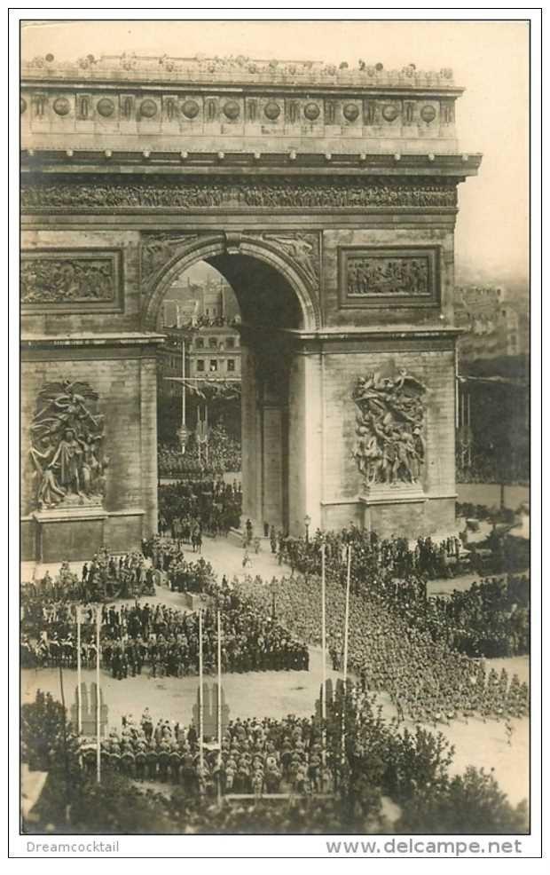 carte postale ancienne FETES DE LA VICTOIRE 1919. Défilé de l'Armée sous l'Arc de Triomphe