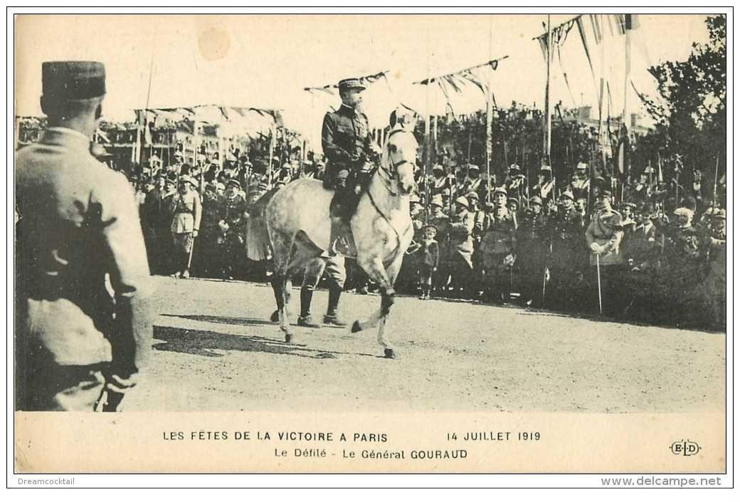 carte postale ancienne FETES DE LA VICTOIRE 1919. Le Défilé. Général Gouraud 1931. Armée et Militaires
