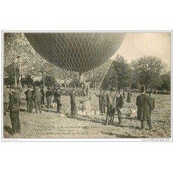carte postale ancienne TRANSPORTS. Lancement du Ballon pour la visite Alphonse XIII à l'Aéro-Club de Paris.