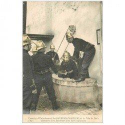 carte postale ancienne METIERS. Exercices entraînement des Sapeurs Pompiers de Paris.