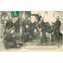 carte postale ancienne METIERS. Sapeurs Pompiers de Paris à l'Entrainement. Sauvetage d'un Homme tombé