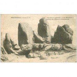 carte postale ancienne DOLMENS ET MENHIRS. 29 Brignogan. Rochers appelés Les Menhirs Grève du Phare