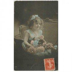 carte postale ancienne PRENOMS. Louise Fillette et Fleurs