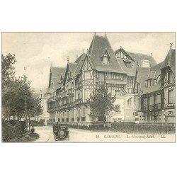 carte postale ancienne CABOURG 14. Le Normandy Hôtel et voiture Tacot