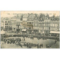 carte postale ancienne 02 SAINT-QUENTIN. Les Prussiens sur la Gran Place en 1871