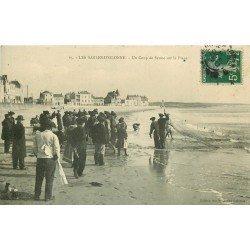 85 LES SABLES D'OLONNE. Un Coup de Senne sur la Plage 1907 Pêcheurs et Poissons