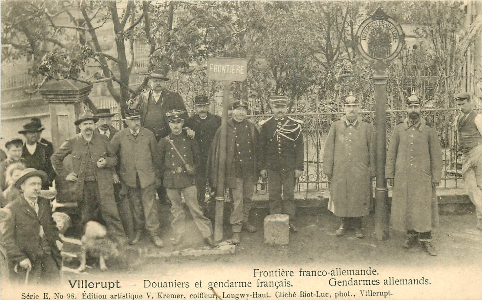 54 VILLERUPT. Douaniers et Gendarmes à la Frontière