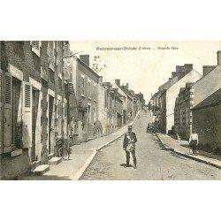 45 OUZOUER-SUR-TREZEE. Le Facteur Annonceur Tambour avec son vélo sur Grande Rue 1931