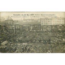 PARIS XVIII. Incendie des Ateliers Hermann-Lachapelle en 1907. Photo carte postale ancienne