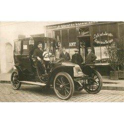 Rare superbe Voiture ancienne devant un Café Restaurant lieu à identifier. Photo carte postale ancienne