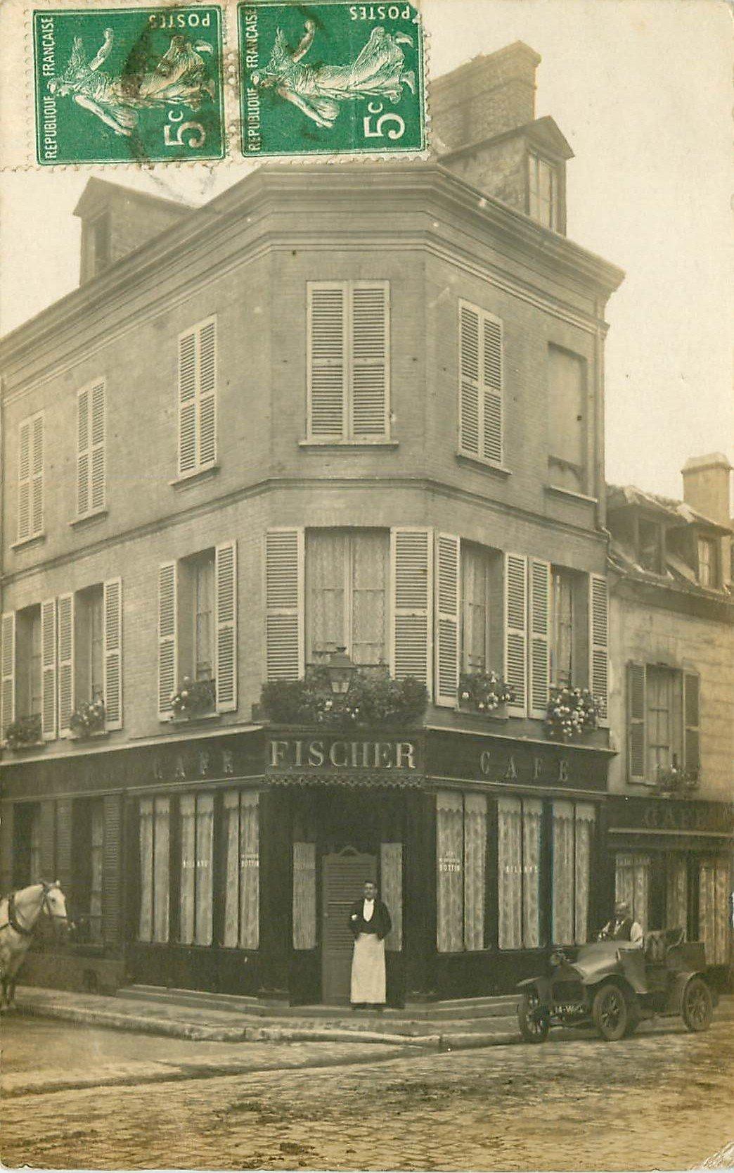 35 RENNES. Voiture ancienne devant le Café Fischer. Rare Photo carte postale ancienne 1913