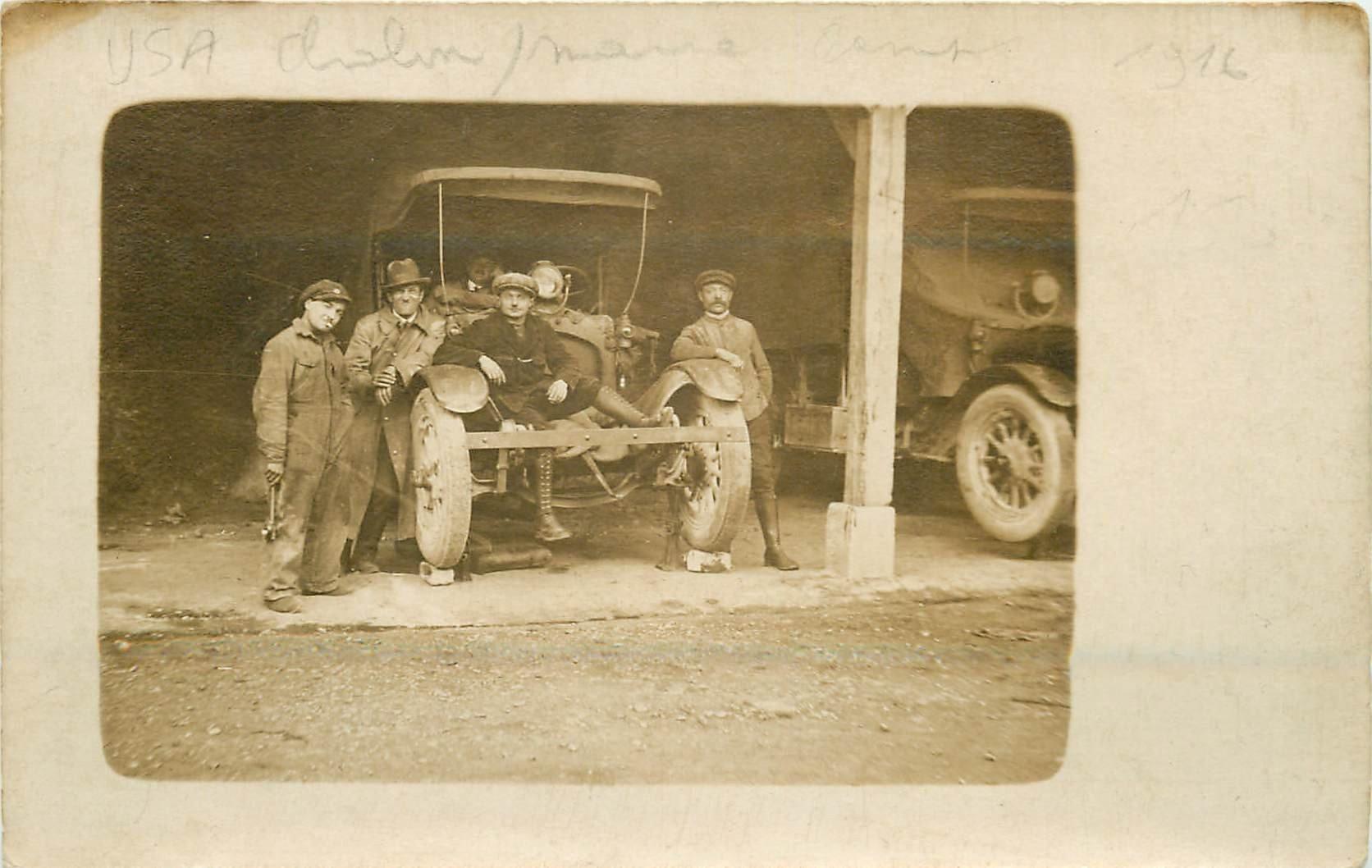 51 CHALON-SUR-MARNE. Mécaniciens sur automobile ancienne sûrement américaine. Photo carte postale ancienne 1916