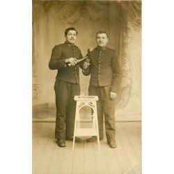 56 VANNES. Militaires du 28 Régiment buvant un petit verre. Photo carte postale ancienne