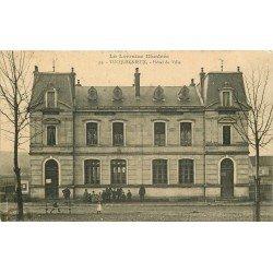 54 TUCQUEGNIEUX. Enfants devant l'Hôtel de Ville 1913