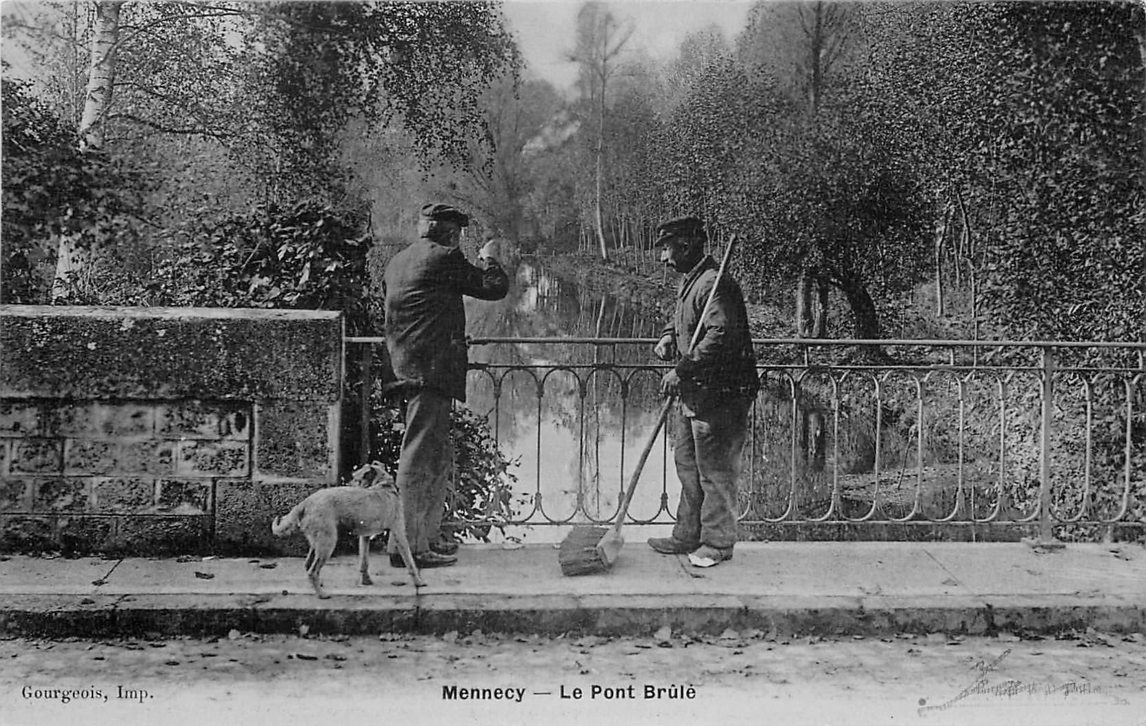 91 MENNECY. Balayeur Cantonier sur le Pont Brûlé 1915