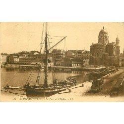 83 SAINT-RAPHAEL. Bateaux de Pêcheurs dans le Port et son Eglise 1925