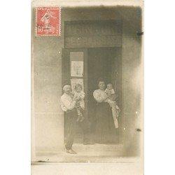 69 MONTPLAISIR. Photo carte postale d'un Commerce de Teinture et Dégraissage vers 1910