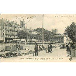 11 NARBONNE. Le Marché aux Puces rue de la République 1905