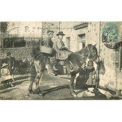 63 CLERMONT-FERRAND. Paysans d'Auvergne se rendant au Marché 1908