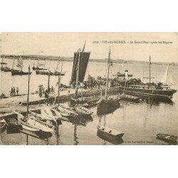56 ILE-AUX-MOINES. Le Grand Pont après les Régates 1923