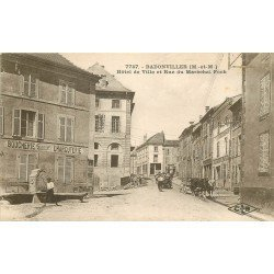 54 BADONVILLER. Boucherie Fournier et Hôtel de Ville rue Maréchal Foch