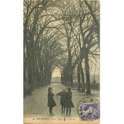 53 MAYENNE. Ronde de fillettes dans une Allée du Château 1928