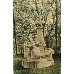 PARIS VIII Statue Guy de Maupassant au Parc de Monceau. Carte postale ancienne toilée 1908