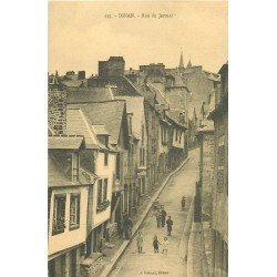carte postale ancienne 22 DINAN. Rue du Jerzual animée. Edition Rouxel à Dinan